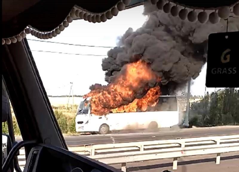 На московской трассе вспыхнул, как свечка, автобус с пассажирами