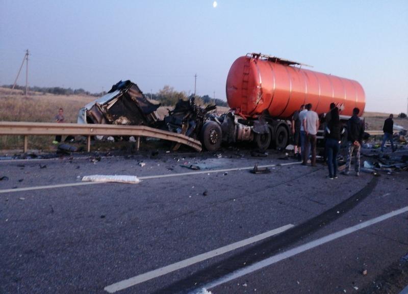 Причиной жуткой аварии с двумя трупами и одним раненым стал взрыв колеса на дороге между Камышином и Волгоградом
