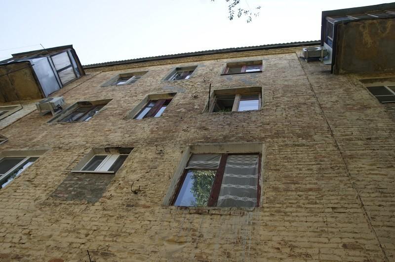 15-летняя школьница выпала из окна второго этажа во время скандала между родителями, - «Блокнот Волгограда»