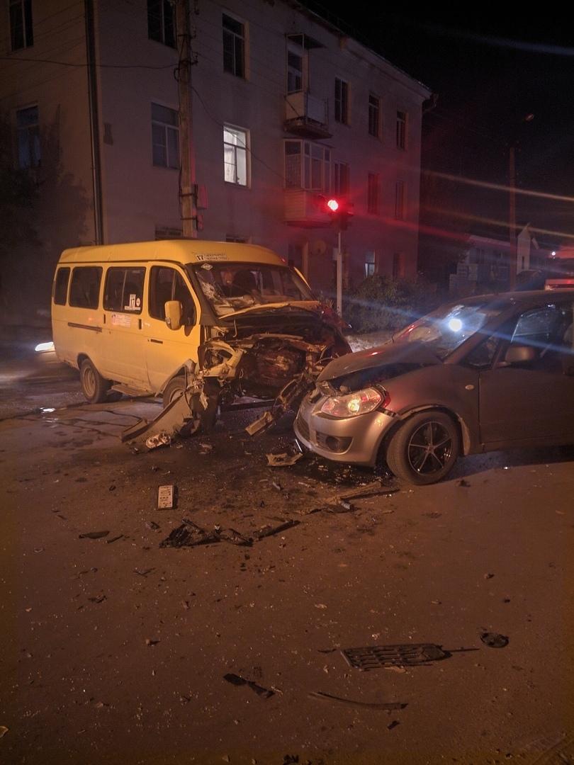 Камышане сообщают в соцсетях об аварии на улице Ленина