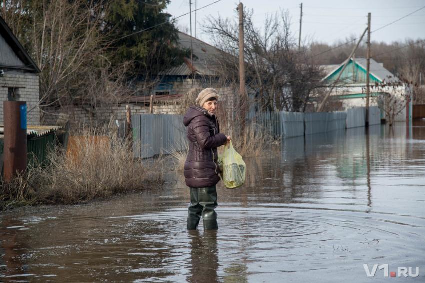 В селе Лебяжьем Камышинского района из-за перекала печи сгорела баня
