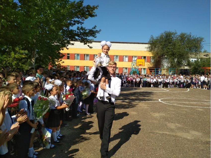 В Камышине член ТИК Дмитрий Чернай продемонстрировал превышение своих полномочий наблюдателям участка №4333 (школа №8)