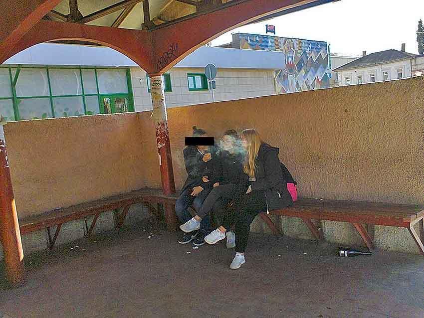 Камышане-мужчины в шоке от курящих повсюду девушек-камышанок