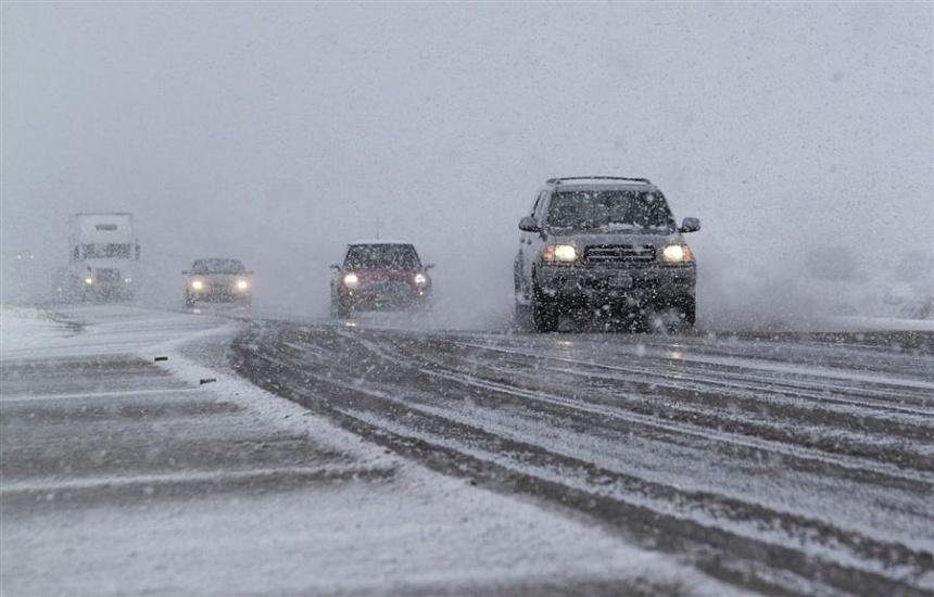Региональная Госавтоинспекция призывает водителей быть предельно внимательными на дорогах в условиях разыгравшейся непогоды