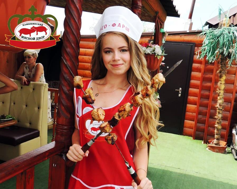 """Пересушенный шашлык участницы «Мисс Блокнот» Виктории Квитко оценили на «3», но""""кухонный» прокол компенсировало очарование девушки"""