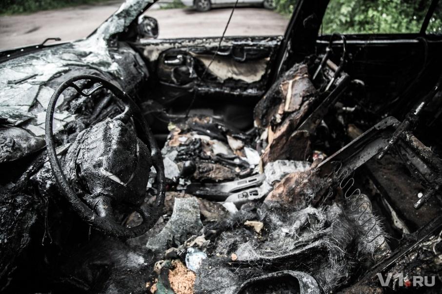 Прокурору Клетского района Волгоградской области прямо у дома сожгли иномарку