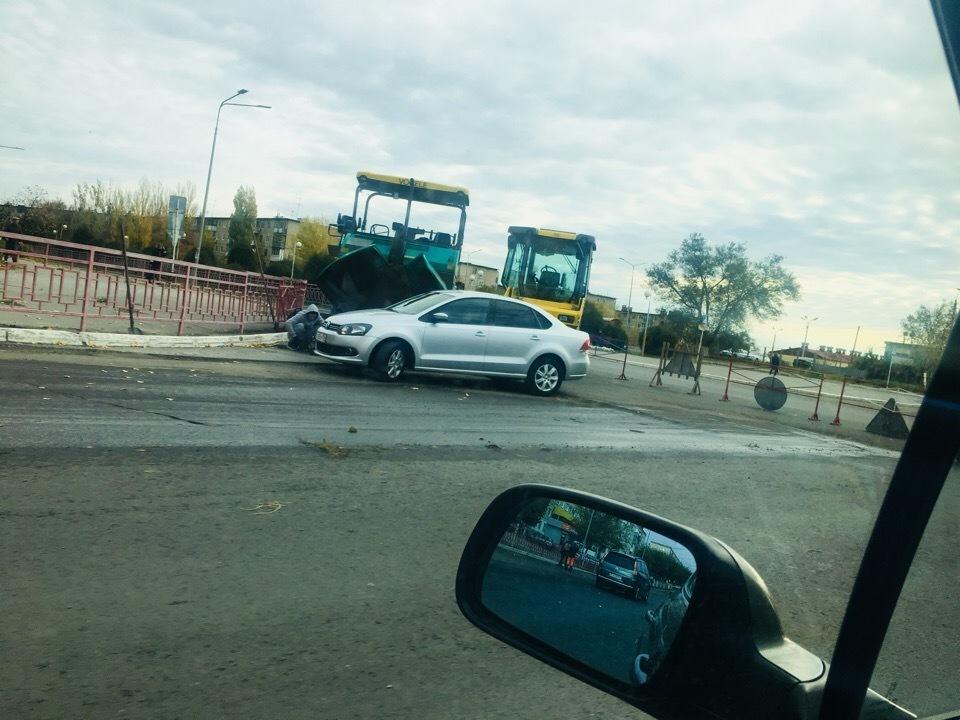 Дорожники Камышина продолжают ремонт на  улице Ленина