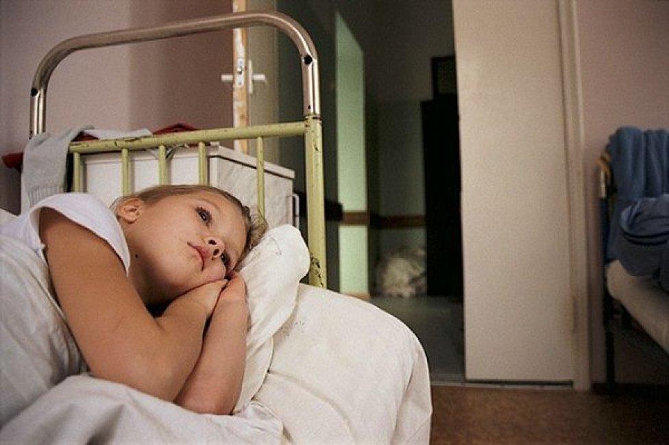 В селе Лебяжьем Камышинского района поздно вечером из окна выпал четырехлетний малыш