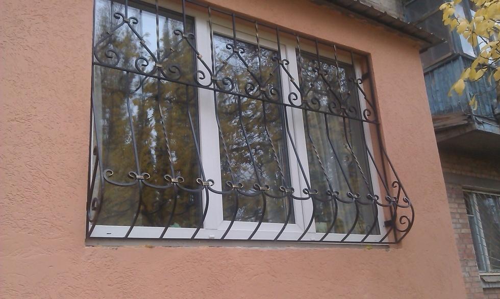 Камышане в соцсетях запустили «страшилку», что грабители бьют окна на третьем городке