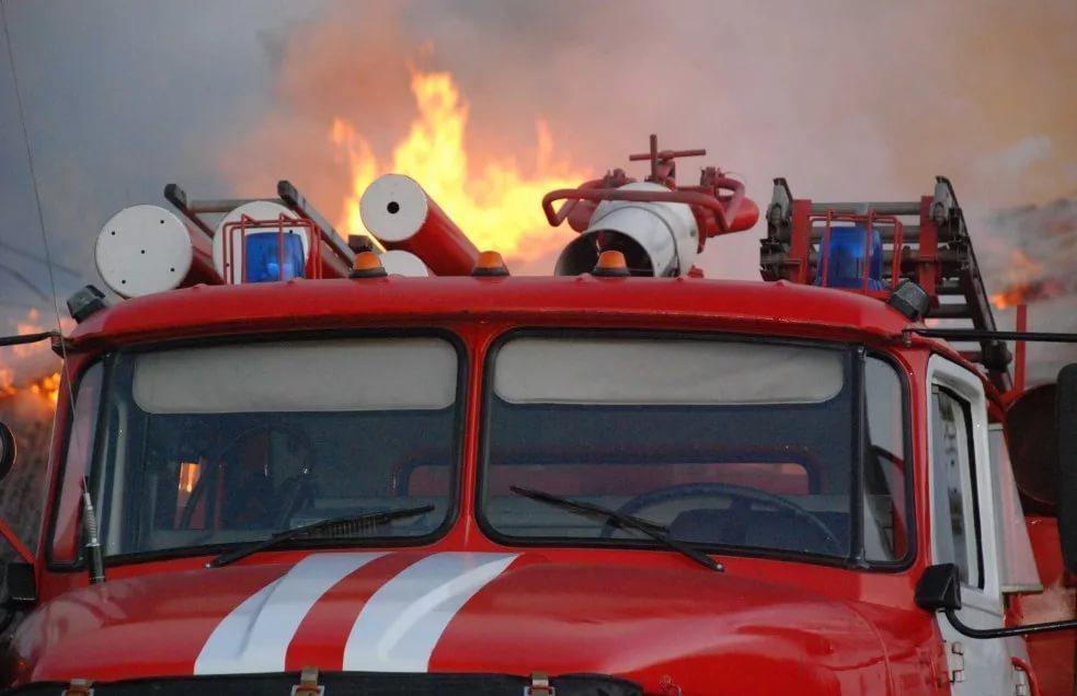Минувшей ночью вспыхнули разом шесть автомобилей: «Форд», «БМВ», «УАЗ», «ВАЗ» и две «Хонды»