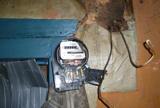 Замыкание электрического счетчика произвело панику среди жителей Камышина