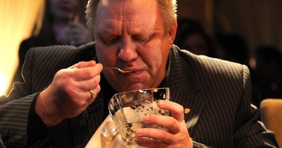 Чиновники требуют больше бюджетных денег на рестораны и буфеты