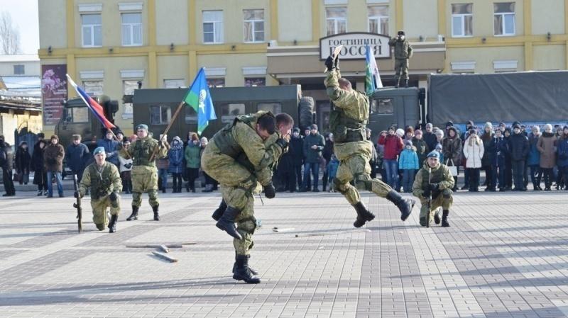 Камышинские десантники произвели фурор в Борисоглебске Воронежской области