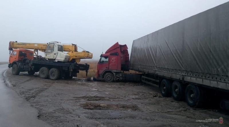 Подробности смерти водителя при попытке вытащить фуру из грязи автокраном (видео), - «Блокнот Волгограда»