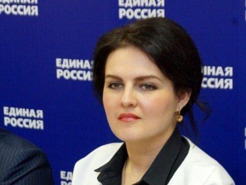 Депутат Госдумы Анна Кувычко увидела Путина и вспомнила ужасный туалет в Камышинском районе