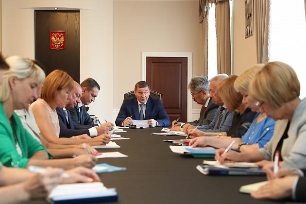Андрей Бочаров до 20 августа ждет докладов о готовности  школ  к новому учебному году