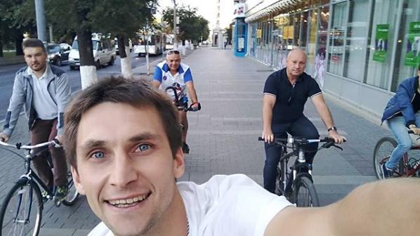 Глава Волгограда прибыл на работу на велосипеде, главы Камышина от иномарок оторваться не смогли