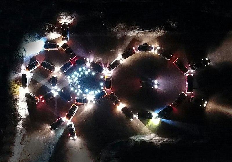 Автолюбители Камышина составили фигуру снеговика из машин