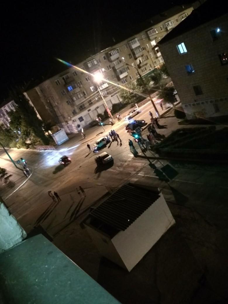 Вчера поздно вечером в Камышине попал в ДТП автомобиль, в котором, по мнению очевидцев, находился ребенок