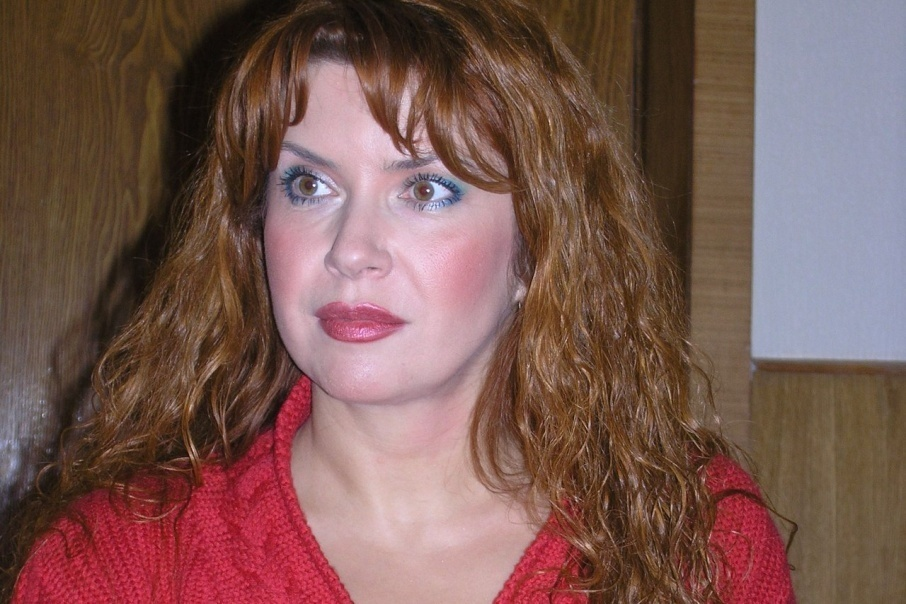 Бывавшая в Камышине российская актриса Вера Сотникова возмущена тем, как обошлись в аэропорту Волгограда с ее дамской сумкой