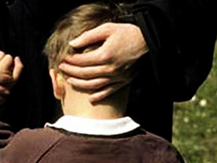 50-летний извращенец-педофил четыре года насиловал родного маленького сына и снимал оргии на видео для сети