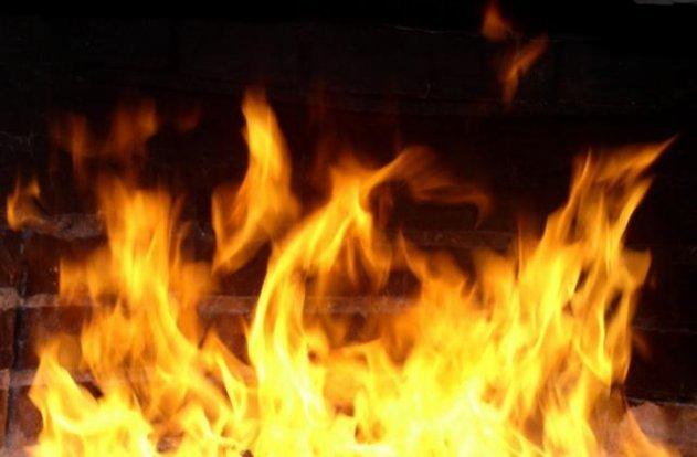 Ночью в Камышине сгорел дом на улице Рабочей