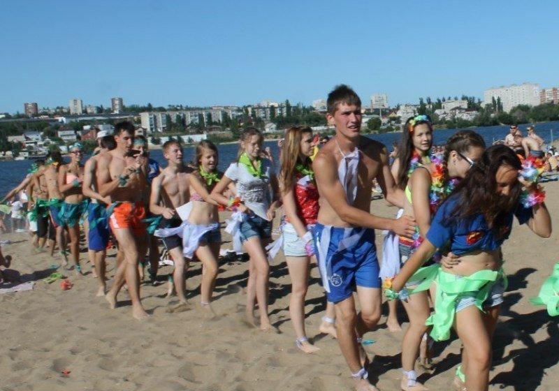 Администрация Камышина решила отметить День семьи, любви и верности без хороводов - гуляньями на «Ромашковом бульваре» и дискотекой на пляже