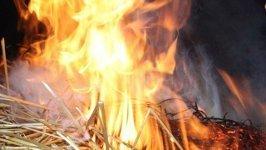 В Петровом Вале Камышинского района сегодня ночью сгорел стог сена