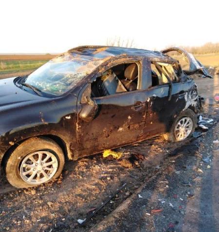 Большегруз снес сразу несколько автомобилей у светофора: пятерых израненных, в том числе двоих детей, срочно доставили к хирургам