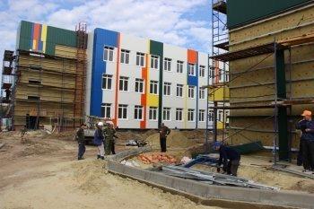 В Камышине приступили к выполняется облицовки фасада школы в 7 микрорайоне