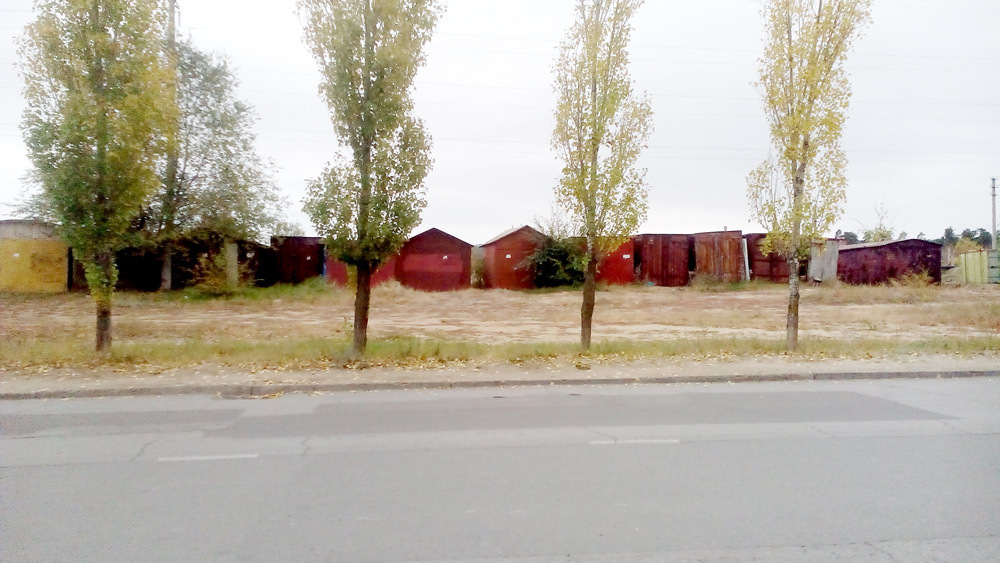 Огромную свалку устроили  в Камышине рядом с жилыми домами